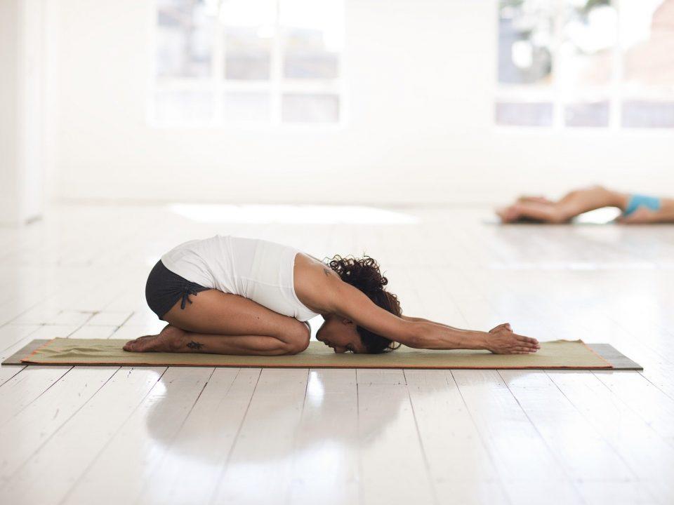 Posturas básicas del yoga